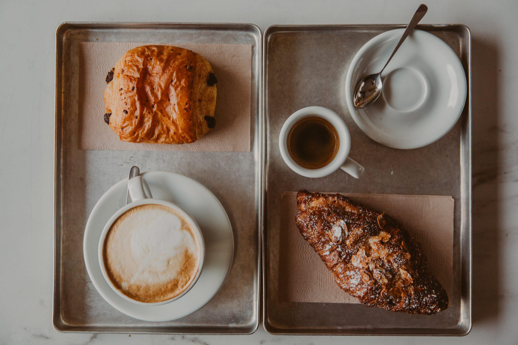 Kaffee und Croissants - Coucou Food Market